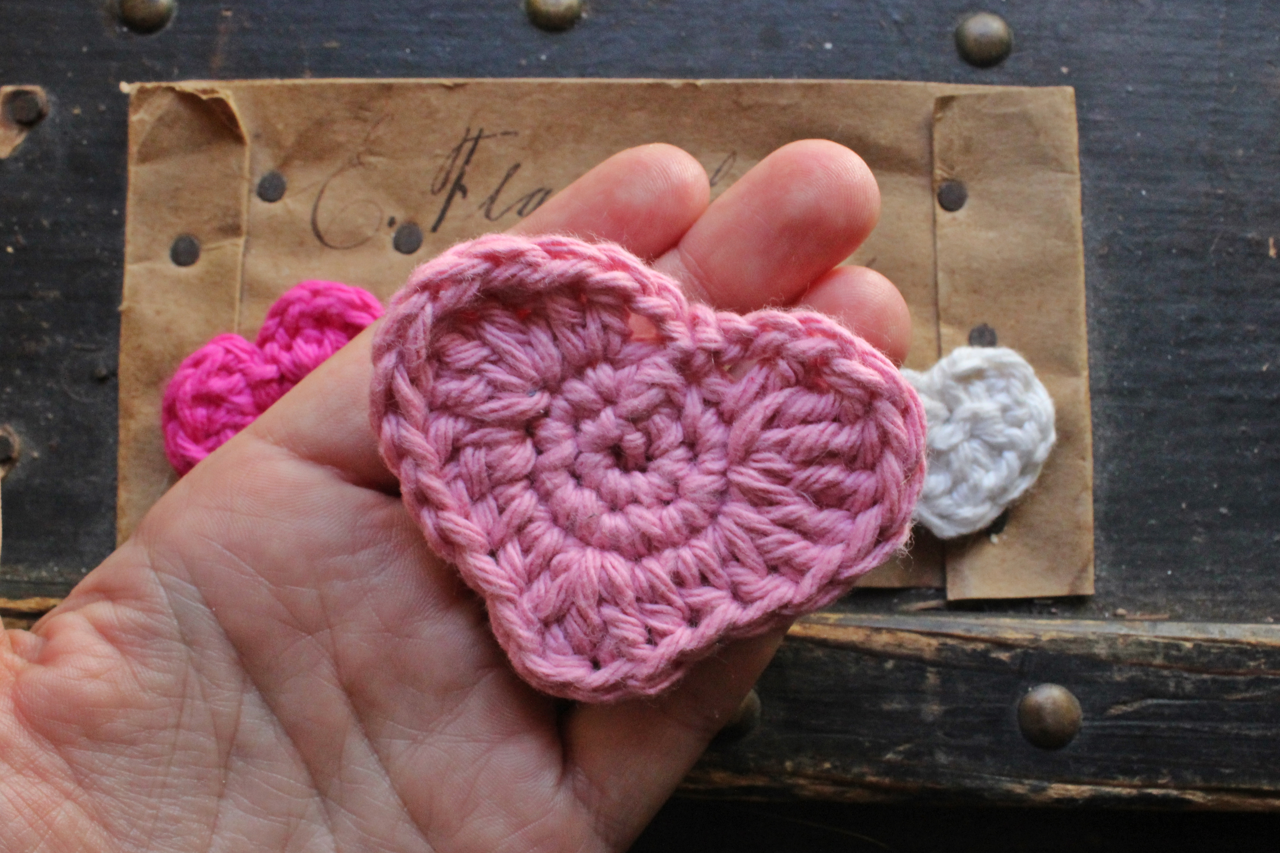 How to crochet hearts crochet heart pattern in three sizes big crochet heart pattern bankloansurffo Images